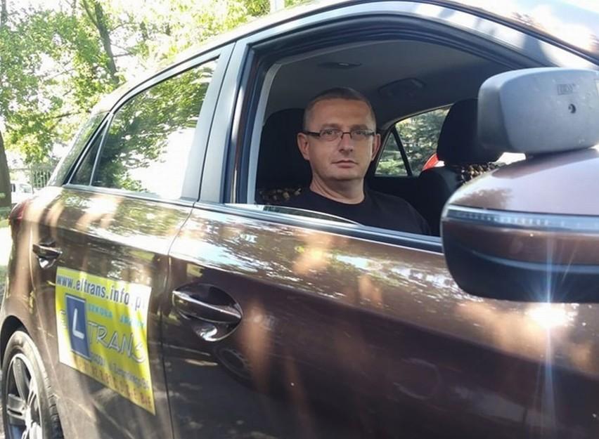 Mariusz Prygiel ma 44 lata i mieszka w Orońsku. Od sześciu lat szkoli młodych kierowców w szkole jazdy El Trans w miejscu zamieszkania. Został Instruktorem Jazdy Roku 2019.