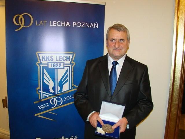 Grzegorz Szerszenowicz ze specjalnym medalem za pracę w Lechu Poznań