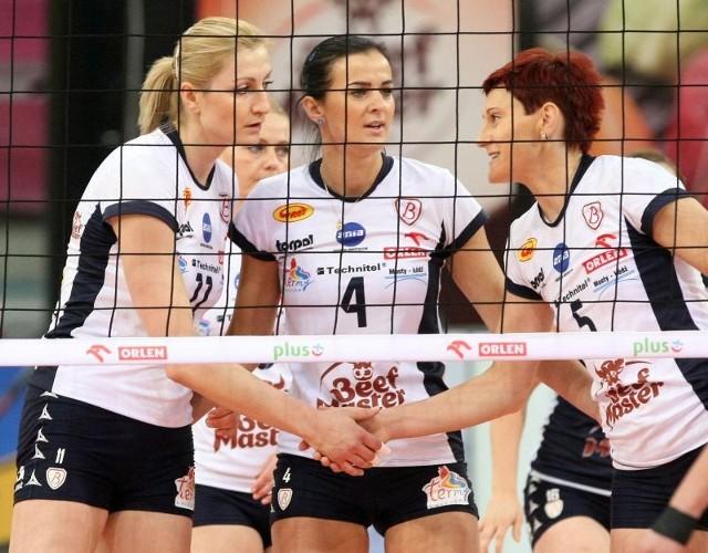 Siatkarki Budowlanych wygrały trzeci mecz w tym sezonie ekstraklasy.