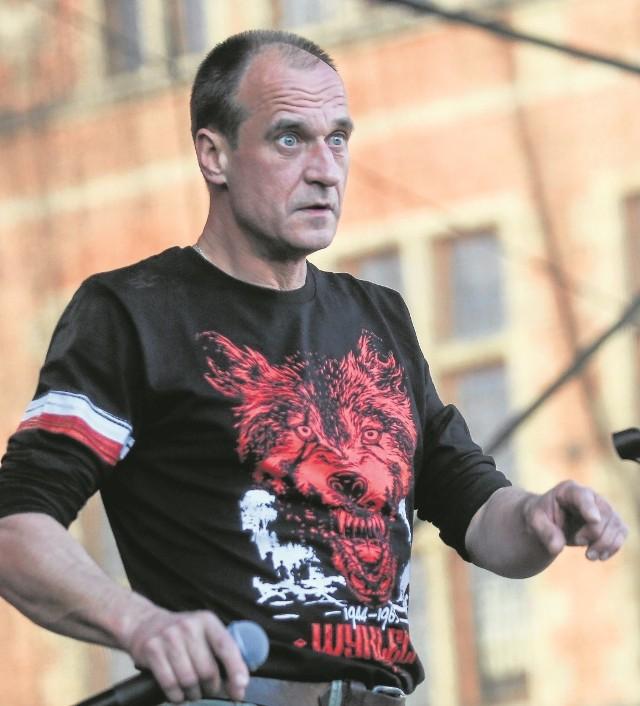 """Mimo braku spójnego programu Paweł Kukiz odnotował rewelacyjny wynik w wyborach prezydenckich, a Ruch Kukiz'15 wprowadził do Sejmu 42 posłów. Najbliższe miesiące sprawdzą spójność jego klubu, o którym złośliwi mówią, że będzie """"dawcą organów"""" dla PiS."""