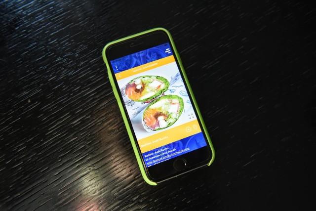 Większość SMS-ów odczytujemy w ciągu pięciu minut. Uchodzą za skuteczne zwłaszcza za granicą, gdzie dostęp do internetu staje się problematyczny i nawet krajach unijnych łatwo wyczerpać roamingowy limit.