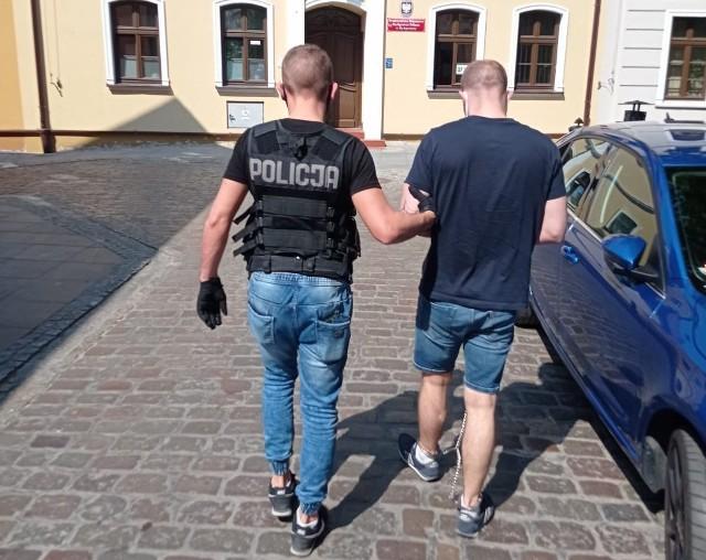 Mężczyzna, który odebrał od seniorki pieniądze, został zatrzymany.