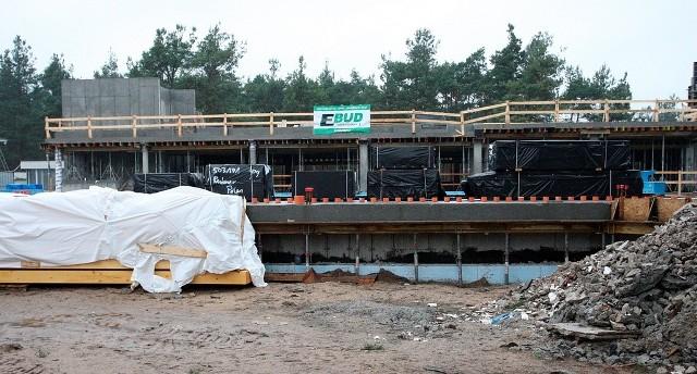 Modernizacja pływalni, a tak naprawdę budowa od podstaw powinna się zakończyć pod koniec października 2015 roku .
