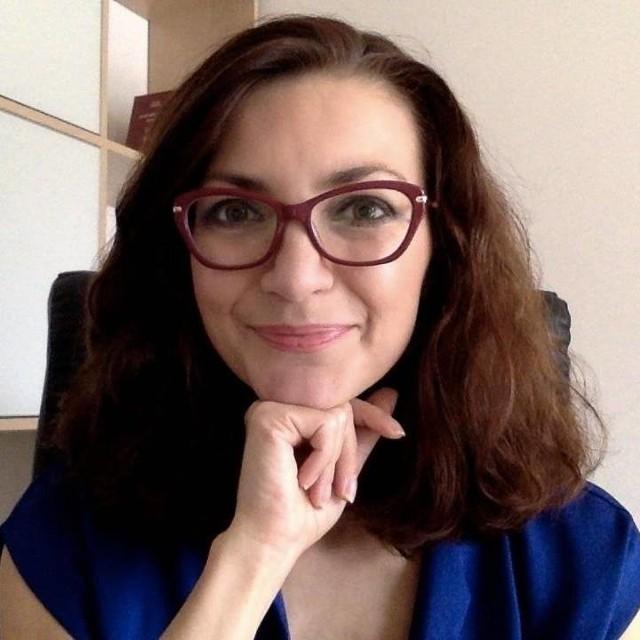"""Dr hab. Renata Mieńkowska-Norkiene: - W Polsce zdewaluowało się pojęcie elit politycznych. Po transformacji elity potrafiły rozmawiać z masami, bo działała """"magia"""" wdzięczności przejścia ze starego do nowego systemu. Dziś jednak politycy rządzący za wszystko, co się dzieje w Polsce, obciążają poprzednie elity. Dehumanizując, obarczają odpowiedzialnością poprzedników, wzbudza się do nich pogardę."""