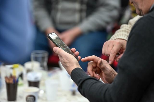 - Ostrzegamy przed telefonami od nieznanych osób, które przedstawiają się jako pracownicy Ministerstwa Finansów lub urzędów skarbowych- czytamy w komunikacie.