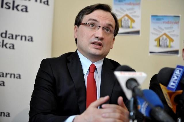 Zbigniew Ziobro podczas konferencji prasowej w Rzeszowie.