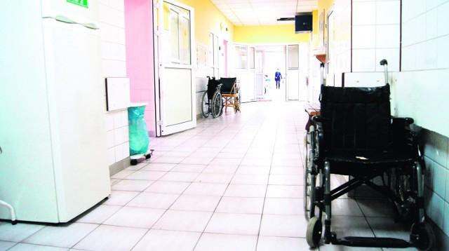 W Szpitalu Specjalistycznym w Nowym Sączu na trzech oddziałach wprowadzono całkowity zakaz odwiedzin