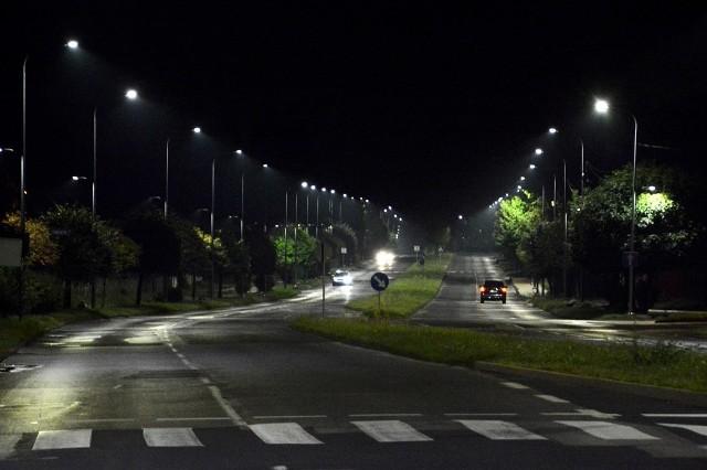 Dąbrowskie ulice rozświetla coraz więcej nowoczesnych lamp ledowych