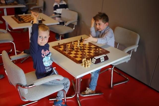 Msli szachiści rywalizowali na Stadionie Miejskim w Białymstoku.