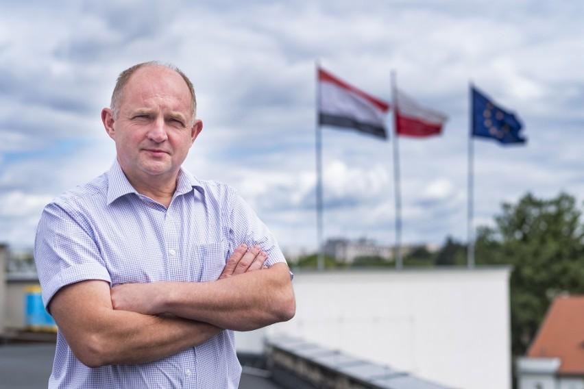 Jak informuje rzeczniczka Urzędu Marszałkowskiego, wynagrodzenie miesięczne marszałka województwa kujawsko-pomorskiego wynosi 11 820,00 zł brutto, czyli realnie na konto trafia 8424 zł.