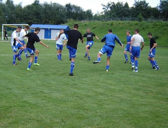 Błękitni póki co nie rozpieszczają trenera Hajnasa frekwencją na sparingach i treningach.
