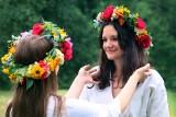 Noc świętego Jana w lubelskim skansenie. Wianki, zioła i kwit paproci. Zobacz zdjęcia z niezwykłego wydarzenia