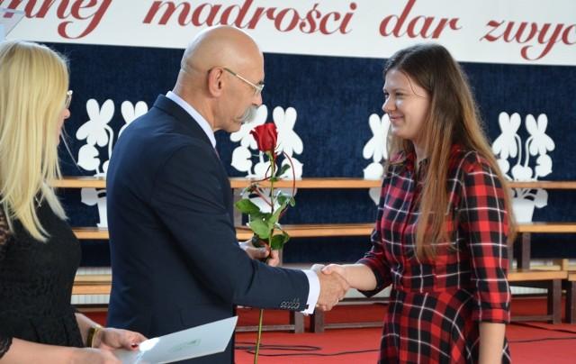 Powiatowe uroczystości z okazji Dnia Edukacji Narodowej odbyły się w powiatowej hali sportowej przy LO im. Kopernika