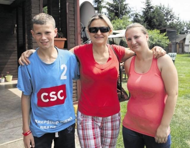 17-letnia Regina i 15-letni Andrzej, podopieczni domu dziecka w litewskim Podbrodziu, najbliższe dwa tygodnie spędzą z rodziną pani Ewy Tyburczy z Białegostoku