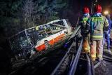 Śmiertelny wypadek na Spacerowej w Gdańsku! Doszło do czołowego zderzenia autobusu z samochodem osobowym. Nie żyje kierowca osobówki