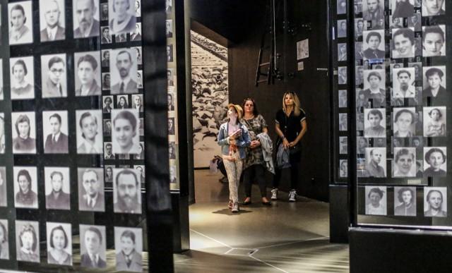 """Zwiedzających Muzeum II Wojny """"muzealna wojna"""" raczej nie interesuje. Skupiają się na wystawie"""
