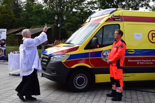 Poświęcenie nowych ambulansów.