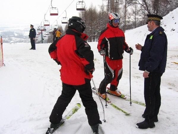 Od 1 lutego dzieci podczas jazdy na nartach obowiązkowo muszą używać kasków ochronnych. Dorośli robią to dobrowolnie.