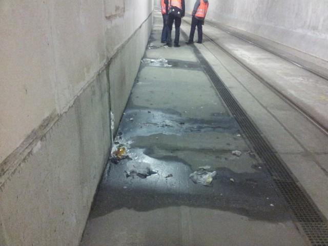 Tunel na Franowo przecieka! Przy torowiskach stoi woda