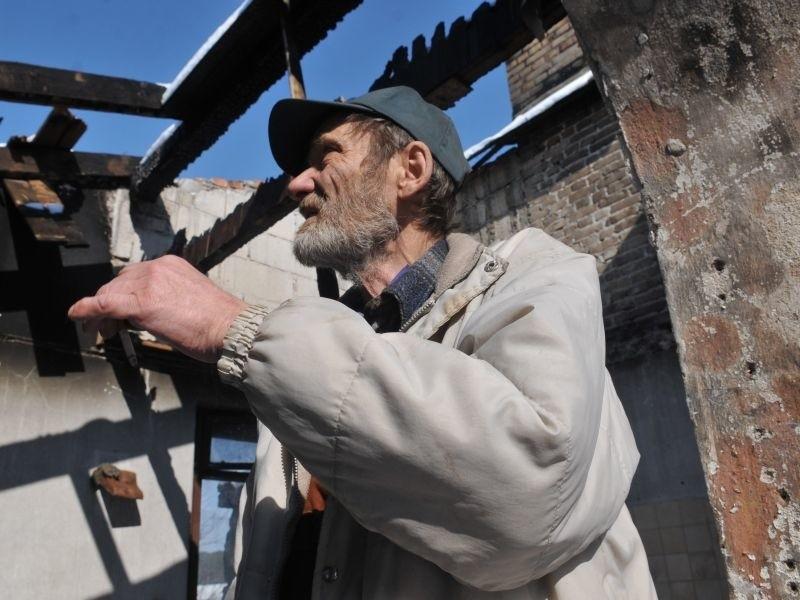 - Tego spalonego domu już nie odbuduję, chcę postawić tylko dla siebie coś niedużego, drewnianego w stylu architektury ogrodowej - mówi Jakub Sztajber
