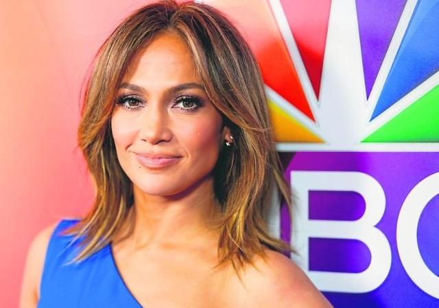 Jennifer Lopez jest piękną kobietą.