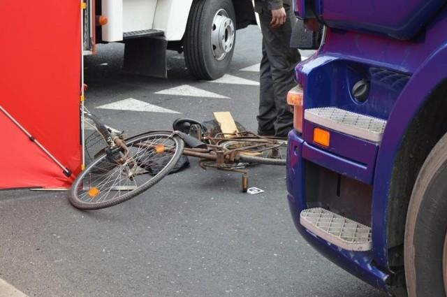 Kościan: Ciężarówka potrąciła rowerzystę. Mężczyzna zmarł