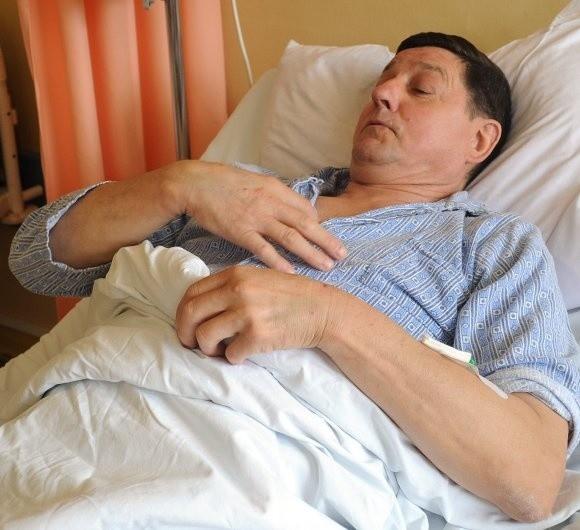 60-letniemu Janowi Fijałkowskiemu z Choszczna wycięto w szpitalu na Pomorzanach wrzody żołądka.- Bolało mnie przed zabiegiem i po operacji, ale kiedy zaaplikowano środki przeciwbólowe, jest lepiej - mówi pacjent.