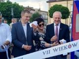 """Osobliwa, historyczna wystawa """" VII wieków Warki"""" została uroczyście otworzona na Placu Stefana Czarnieckiego"""