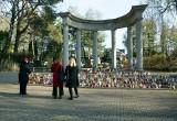 Cmentarz w Olkuszu. Jak co roku był tu prezydent Andrzej Duda z małżonką i tysiące innych osób odwiedzających groby swoich bliskich
