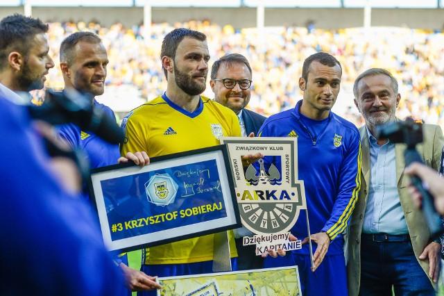 Krzysztof Sobieraj (w żółtej koszulce) to były piłkarz m.in. Arki Gdynia. Ostatnio był trenerem KP Starogard Gdański
