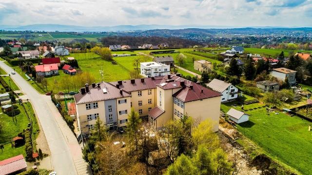 Szkoła Podstawowa w Mietniowie została znacząco rozbudowana w latach 2020-2021. Teraz powstanie tu hala sportowa. Jej budowa rozpocznie się w najbliższych dniach