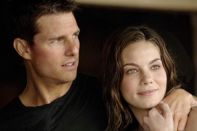 """""""Mission: Impossible III""""Ethan Hunt, agent Impossible Missions Force, zamierza się ustatkować. Gdy w dniu zaręczyn otrzymuje wiadomość o zaginięciu agentki Lindsey Farris, w tajemnicy przed ukochaną Julią dołącza do misji ratunkowej. Choć udaje się odbić dziewczynę, ta ginie, gdy eksploduje wszczepiony w jej głowę ładunek wybuchowy. Hunt, dręczony poczuciem winy, rusza do Watykanu. Ma przejąć broń chemiczną o nazwie """"królicza łapka"""", a przy okazji schwytać przestępcę, Owena Daviana, odpowiedzialnego za śmierć Lindsey.Emisja: TVN, godz. 20:00"""