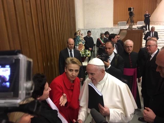 """W ubiegłym tygodniu posłanka Joanna Scheuring-Wielgus, wraz z przedstawicielami Fundacji """"Nie lękajcie się"""", przekazała papieżowi Franciszkowi raport dotyczący pedofilii w polskim kościele"""