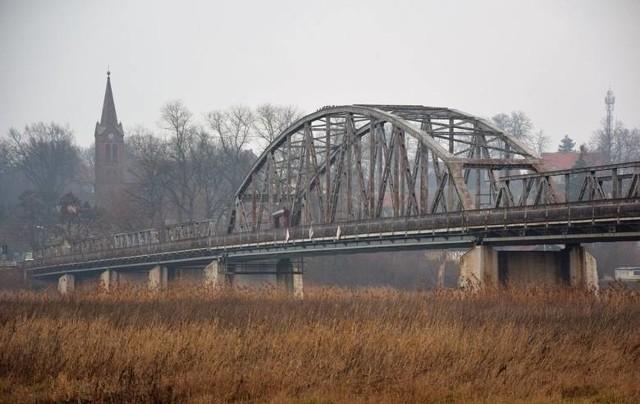 Przed laty ten most miał strategiczne znaczenie. Łączył Zieloną Górę z resztą Polski, leżącą po drugiej stronie Odry.