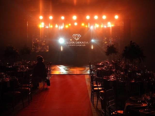 """""""Złota Dekada Grupy Chorten"""" - tak nazywała się wielka gala przygotowana z okazji dziesieciolecia istnienia firmy Chorten. Odbyłą się w specjalnie zbudowanym namiocie, który zmieścił tysiąc gości."""