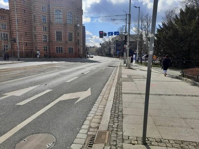Nowa droga rowerowa będzie zaczynać się w miejscu obecnego prawoskrętu z ul. Krupniczej w ul. Podwale