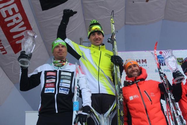 W głównym biegu na 50 km stylem klasycznym wygrał Petr Novak (w środku). Z lewej Stanislav Rezac, z prawej - Benoit Chauvet