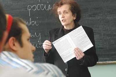 - Chciałam iść na wcześniejszą emeryturę w tym roku - opowiada Maria Lubieniecka z I Liceum Ogólnokształcącego im. E. Dembowskiego w Zielonej Górze. - Od razu policzyłam, ile brałam zwolnień. Wyszło mi 120 dni. I już wiem, że w tym roku na emeryturę nie odejdę.