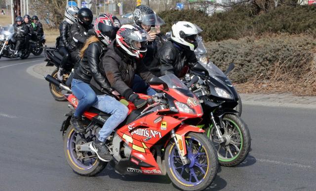Zbiórką miłośników jednośladów na Błoniach Nadwiślańskich oraz przejazdem przez miasto do Rudnika rozpoczęli sezon motorowy w Grudziądzu. Motocykliści udali się do Rudnika gdzie świętowano nadejście długo oczekiwanej wiosny.