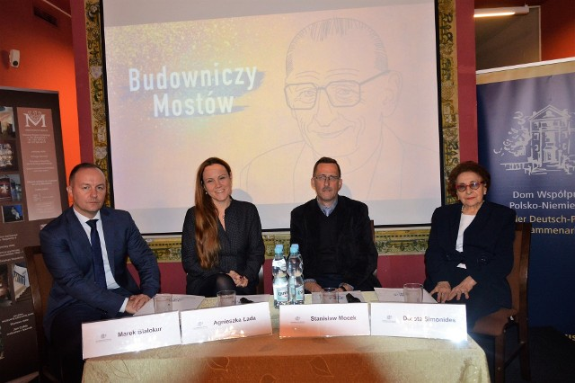 Na zdjęciu od prawej: prof. Dorota Simonides, prof. Stanisław Mocek, dr Agnieszka Łada i dr hab. Marek Białokur.