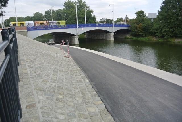 Nowa ścieżka pod mostem Szycztnickim