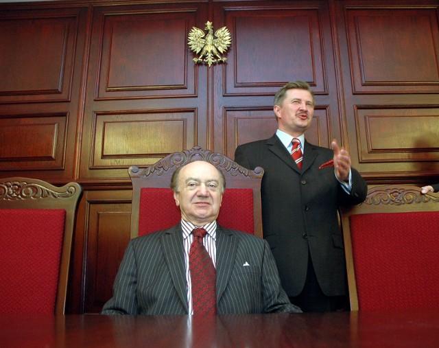 Po wielu latach zabiegów szczecińskiego środowiska prawnego i przedstawicieli władz wczoraj otworzono w Szczecinie siedzibę Sądu Apelacyjnego i Prokuratury Apelacyjnej. Budynek z zewnątrz nie wygląda imponująco, ale za to w środku w niczym nie ustępuje najładniejszym obiektom sądowym w Europie.