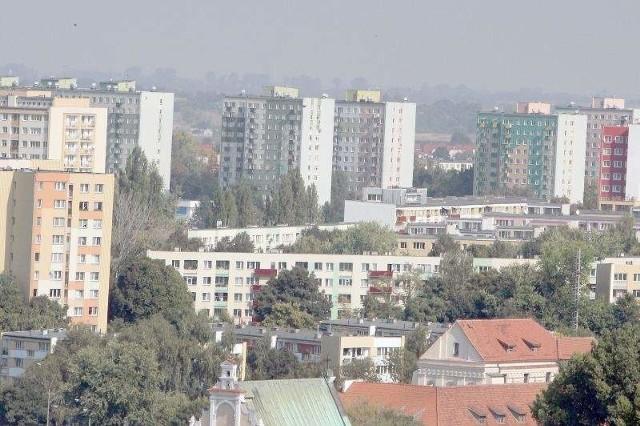 Bloki mieszkalne w LublinieW tym roku blisko 60 proc. kupujących zainwestowało w mieszkanie z wielkiej płyty. Za metr kwadratowy płacili średnio ok. 4,8 tys. zł