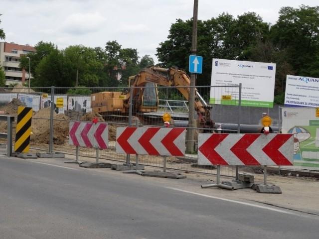 Budowa kolektora korkuje miasto. Jak wyglądają prace?