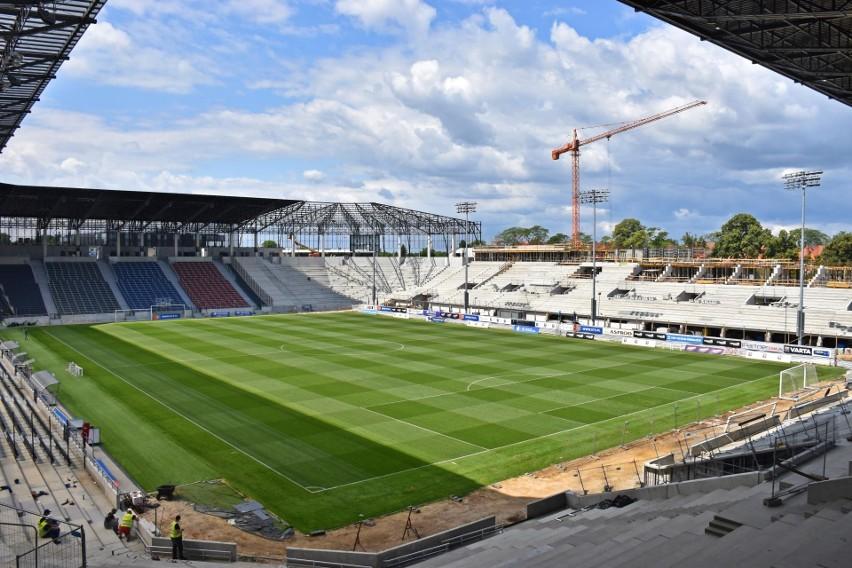 Na budowie stadionu nie ma przerwy, bo Pogoń zagra w Lidze Konferencji. Zobacz ZDJĘCIA