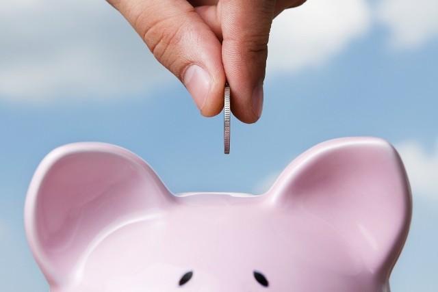 Co zrobić, aby nie wpaść w spiralę długówŚrednie zaległe zadłużenie na osobę wynosi 17,214 zł