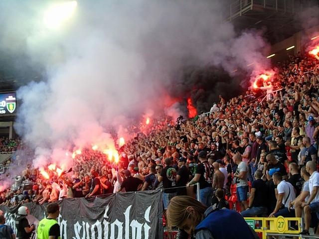 Przed meczem GKS Tychy - GKS Katowice jak i w czasie meczu doszło do karygodnych zachowań kibiców. Interweniowała policja