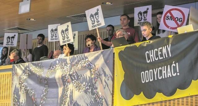 Organizacje ekologiczne zachęcały wczoraj radnych sejmiku do przyjęcia antysmogowej uchwały