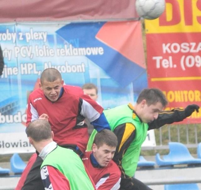 Jantar (ciemne kamizelki) wygrał z Gwardią Koszalin.