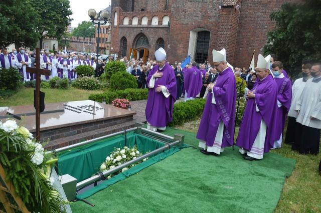 Pogrzeb ks. infułata Edmunda Podzielnego.